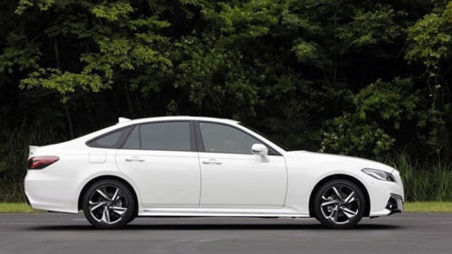 Toyota Crown 2019 — представлена 15 версия седана
